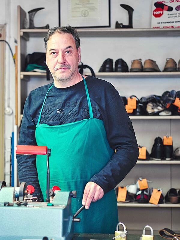 Handwerkskunst und Qualität — Rocco Eichler bei Reparaturarbeiten